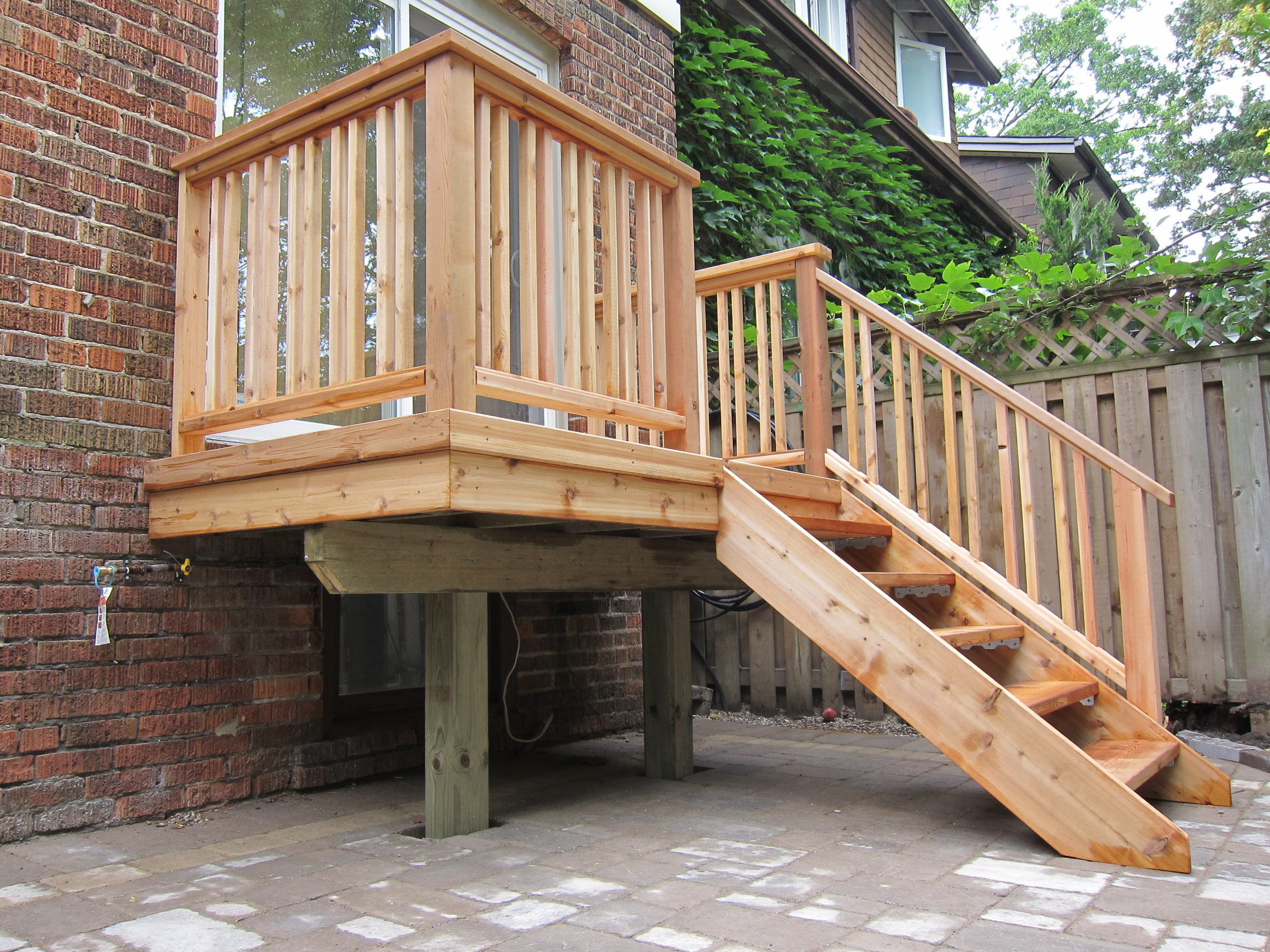 Small deck done by bbg bbg carpentry inc for Balcony decking